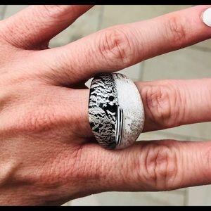 MURANO Glass Ring—-Black & White—-Brand NEW